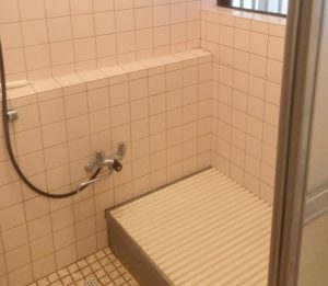 寒くてカビの生える浴室